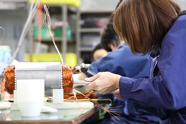 製造で働くスタッフ