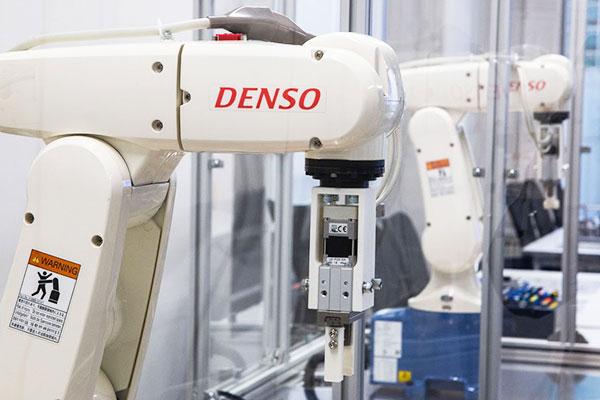 ロボットエンジニア画像1