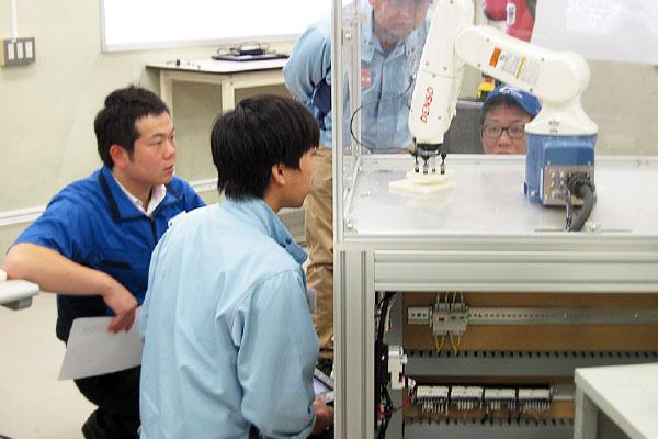 産業用ロボット教示・検査教育